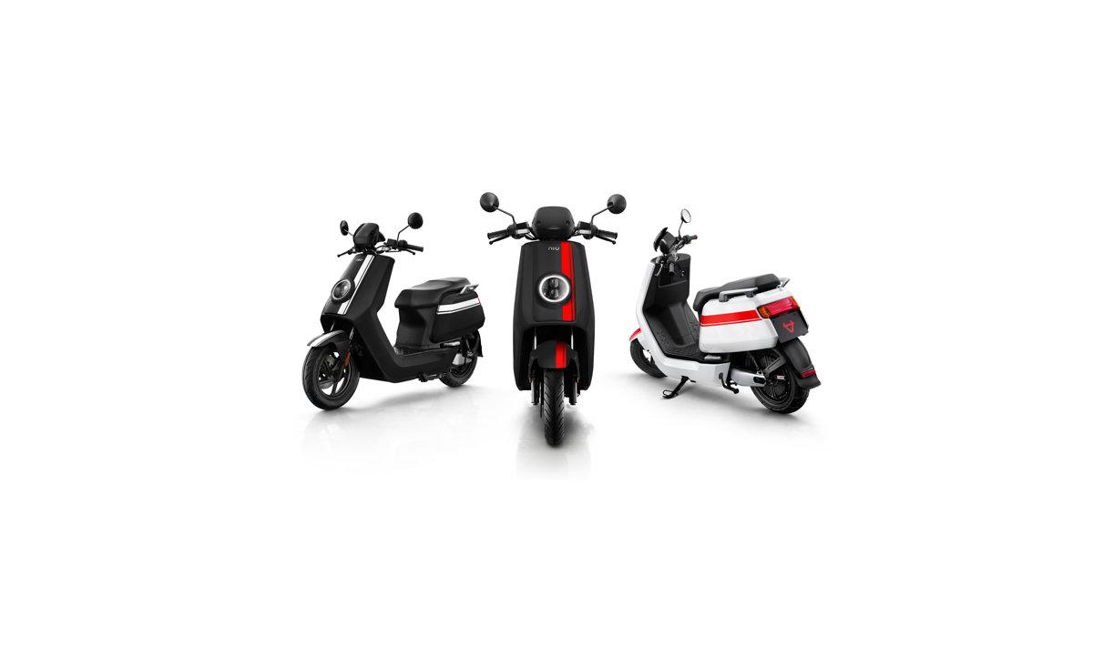 NIU NQi GTs Pro elektro motorollers, melns ar sarkanām svītrām