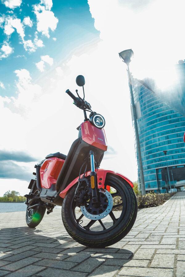 NIU UQi GT elektriskais motorolleris / SARKANS