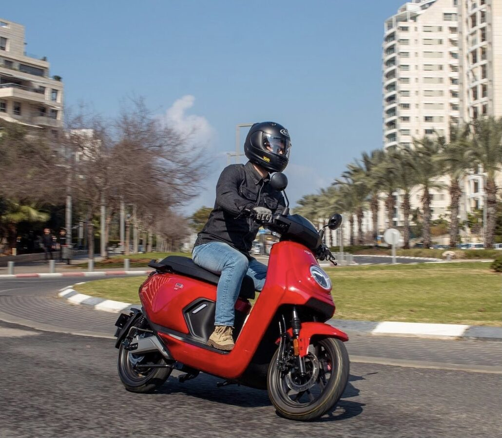 NIU MQi GT elektriskais motorolleris / SARKANS