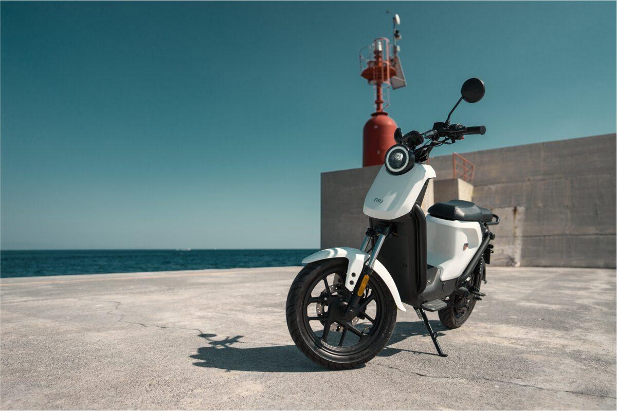NIU UQi GT elektriskais motorollers / BALTS