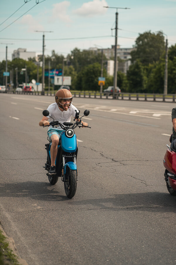 NIU UQi GT elektriskais motorollers / ZILS