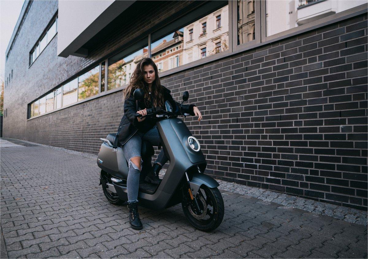 NIU NQi Sport elektro motorollers, matēti pelēks