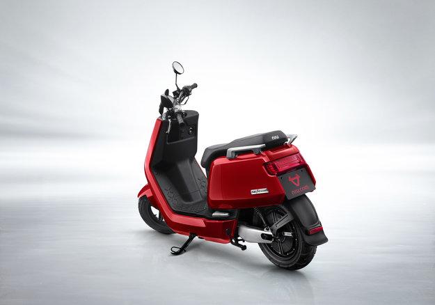 NIU NQi Sport elektriskais motorolleris, sarkans