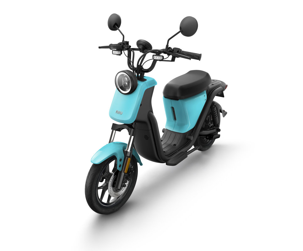 NIU UQi Pro elektro motorollers, debess zils